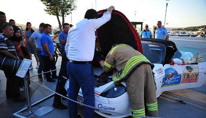 Rally Aracının Motoruna Sıkışan Kediyi İtfaiye Kurtardı