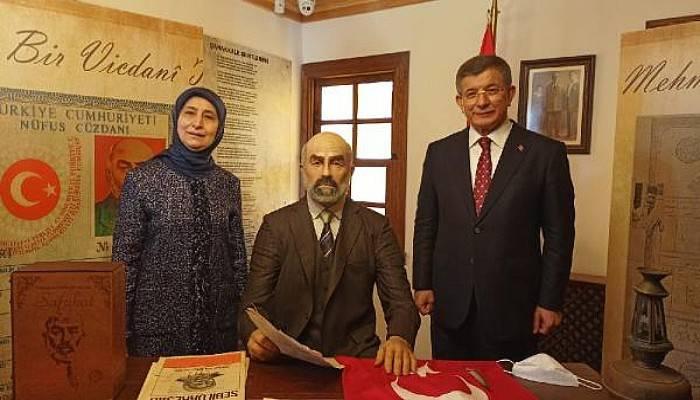 Davutoğlu, Mehmet Akif Ersoy'un Evi'ni Ziyaret Etti
