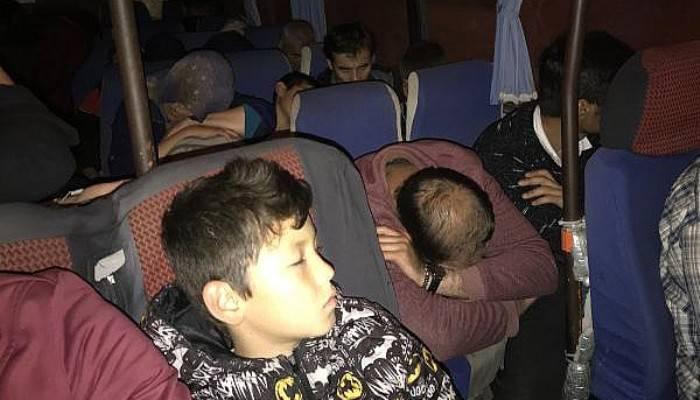 Ayvacık'ta 27 Kaçak Göçmen ve 2 İnsan Kaçakçısı Yakalandı