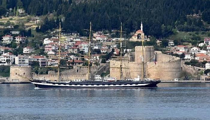 Dünya Turundaki Tarihi Yelkenli Gemi Çanakkale Boğazı'ndan Geçti