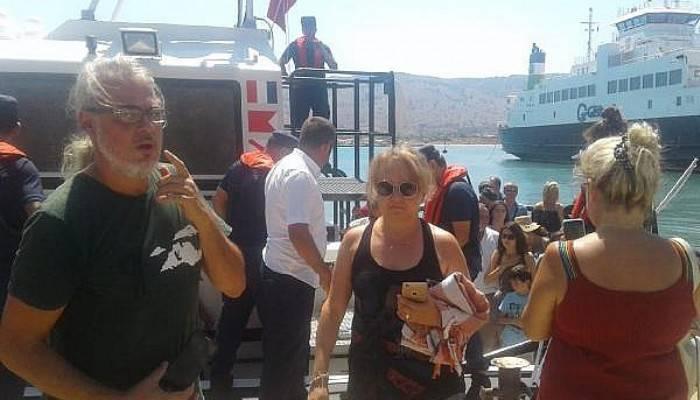 Gökçeada'da Feribottaki Yolcular Tahliye Edildi