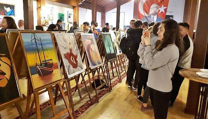 Gelibolu'da 'Renklerde Yolculuk' Yağlı Boya Resim Sergisi Açıldı