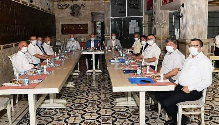 AK Partili Turan, CHP'li Belediye Başkanlarıyla Bir Araya Geldi