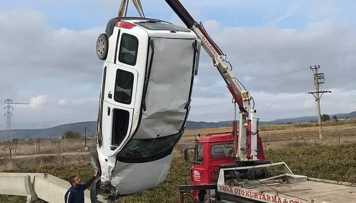 Bayramiç-Ezine Arasında Kaza: 3 Yaralı