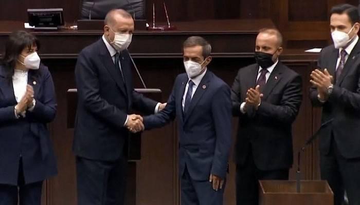 Nejat Önder AK Parti'de! Rozetini Cumhurbaşkanı Erdoğan Taktı