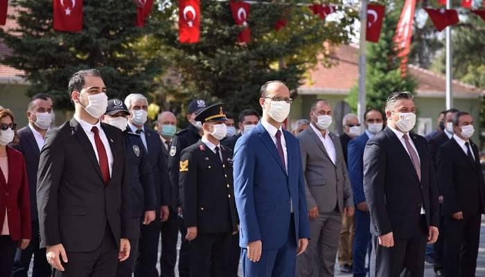 Bayramiç'te Atatürk Anıtı'na Çelenk Konuldu
