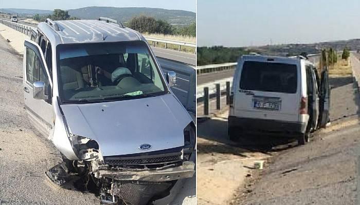 Hafif Ticari Araç Bariyerlere Çarptı: 2 Yaralı