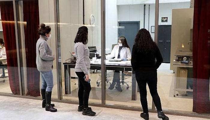 Troya Müzesi'nde 'Perdeler Açıldı'; Ziyaretçiler Restorasyon Çalışmalarını İzliyor