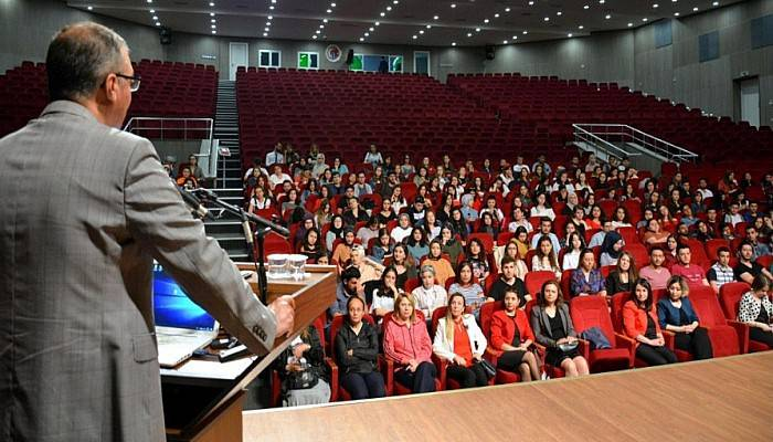ÇOMÜ'deHemşirelik Haftası Kutlandı