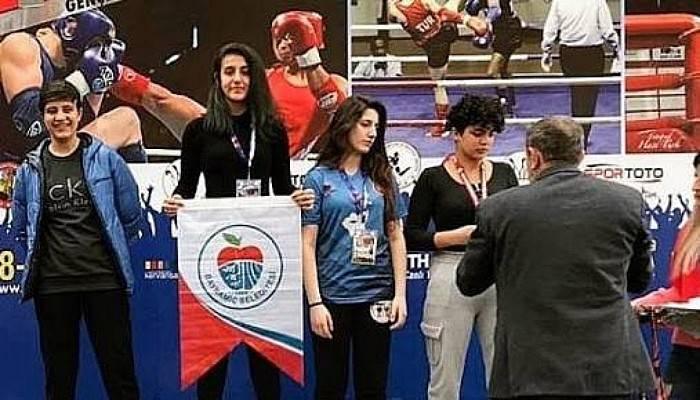 Bayramiç Belediyesi Şampiyonluk Kürsüsünde