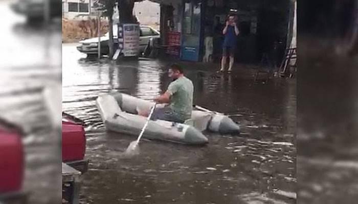 Sosyal Medyada İlgi Çeken Görüntü! Göle Dönen Yolda Botla Dolaştı