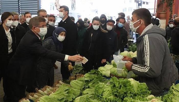 Davutoğlu, Çanakkale'de Pazar Gezip, Alışveriş Yaptı