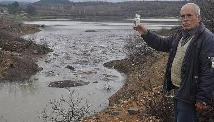 Bayramiç Barajı'nda Zirai İlaç Atığı Sorunu Sürüyor