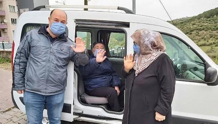 Çan'da Koronayı Yenen Dede, Kızı ve Torunu Alkışlarla Taburcu Oldu