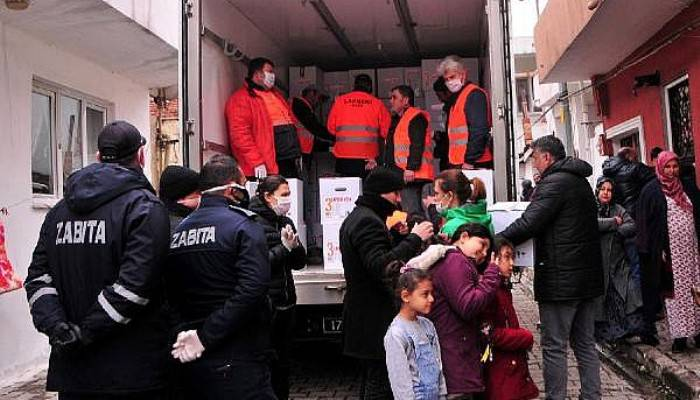Lapseki'de İhtiyaç Sahiplerine 2 Bin Yardım Kolisi Dağıtıldı