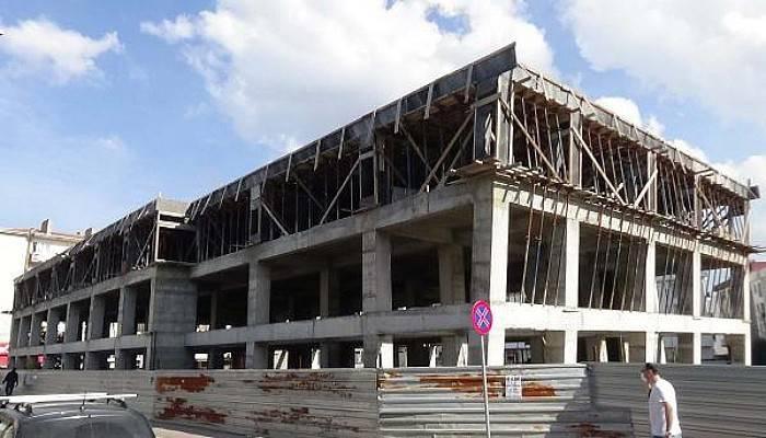 AK Parti'den, Çanakkale Belediyesi Binasının 5 Yıldır Tamamlanamamasına Tepki