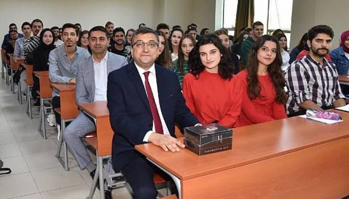 Başkan Öz, Üniversite Öğrencilerine Bilgi ve Tecrübelerini Aktardı