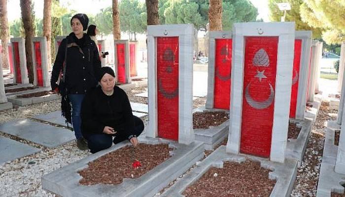 Göçmenler, Çanakkale'de Şehit Atalarının Mezarlarını Ziyaret Etti