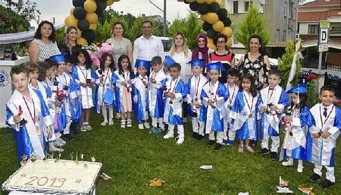 Başkan Erdoğan, Minik Öğrencilerin Mezuniyet Coşkusuna Ortak Oldu