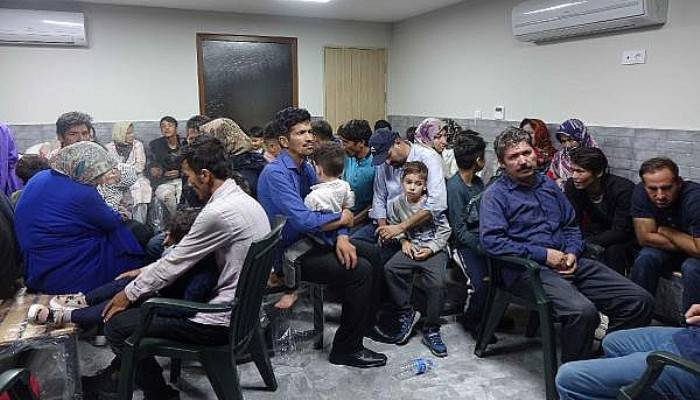 Ayvacık'ta 135 Kaçak Göçmen Yakalandı