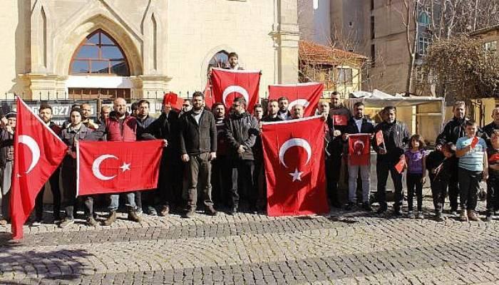 Çanakkale'de, Türk Bayrağını Yırtan Yunan Vekile Tepki