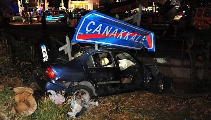 Çanakkale Yol Tabelasına Çarpan Aracın Sürücüsü Öldü