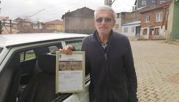 75 Yaşında İlk Trafik Cezası Yazıldı, Çerçeveletip Evinin Duvarına Astı