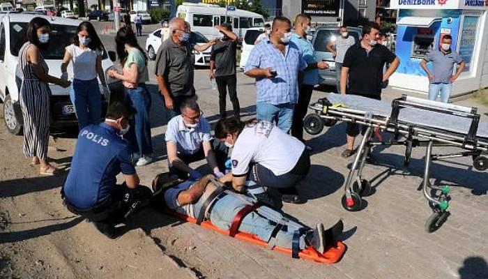 Otomobil Kaldırımdaki Yayalara Çarptı: 3 Yaralı