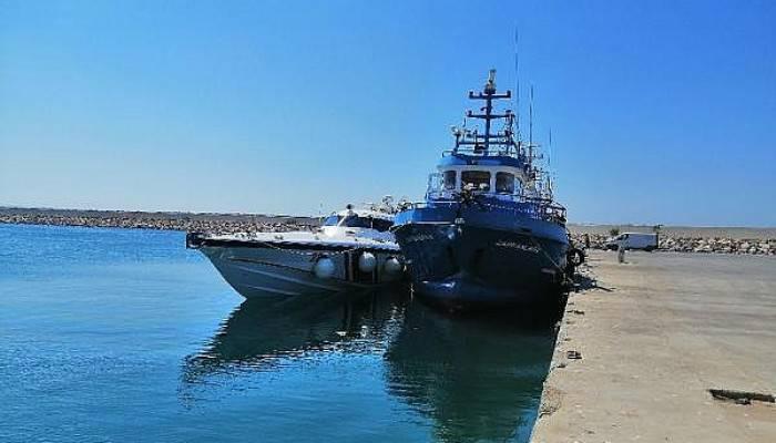 İki Tekne Çarpıştı: 10 Kişi Ölümden Döndü