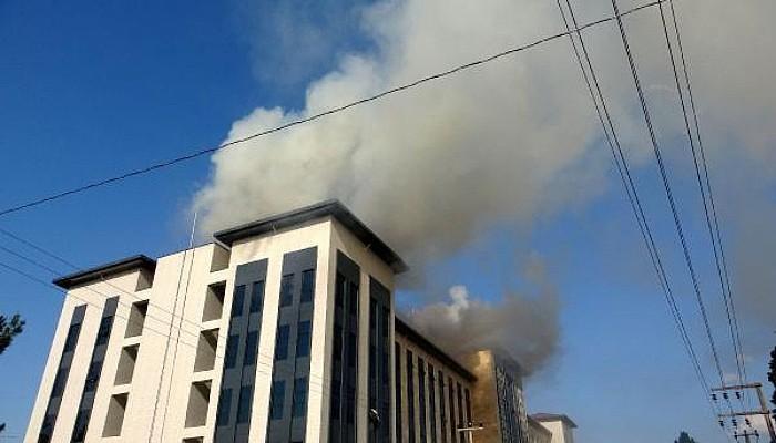 Çanakkale'de Yeni Emniyet Binası İnşaatının Çatısında Yangın