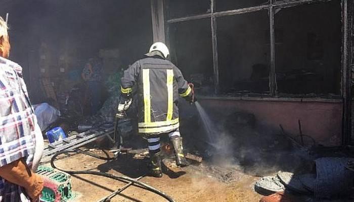 Ayvacık'ta İş Yeri Deposunda Yangın