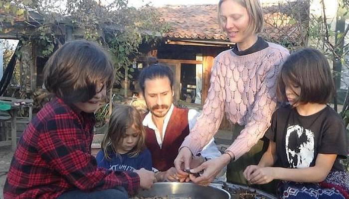 Amerika'dan Gelen Çift,Kaz Dağları Eteklerinde Köy Yaşamı Sürüyor