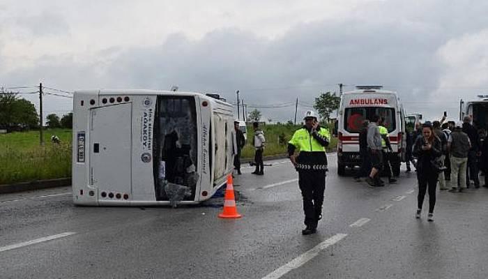 Üniversite Öğrencilerini Taşıyan Minibüs Devrildi: 25 Yaralı