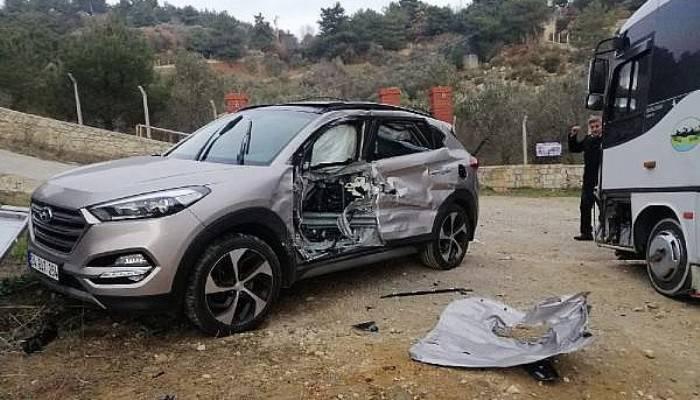 Midibüs İle Çarpışan Cipteki 3 Kişi Yaralandı