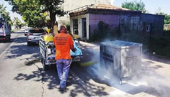 Gelibolu'da Çöp Konteynerlerini Dezenfekte Ediliyor