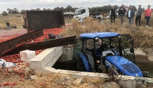 TIR'ın Çarptığı Traktör Su Kanalına Uçtu: 2'si Ağır 5 Yaralı