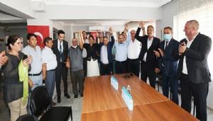 CHP'den AK Parti'ye Geçen Üyelere Rozetlerini AK Parti'li Turan Taktı